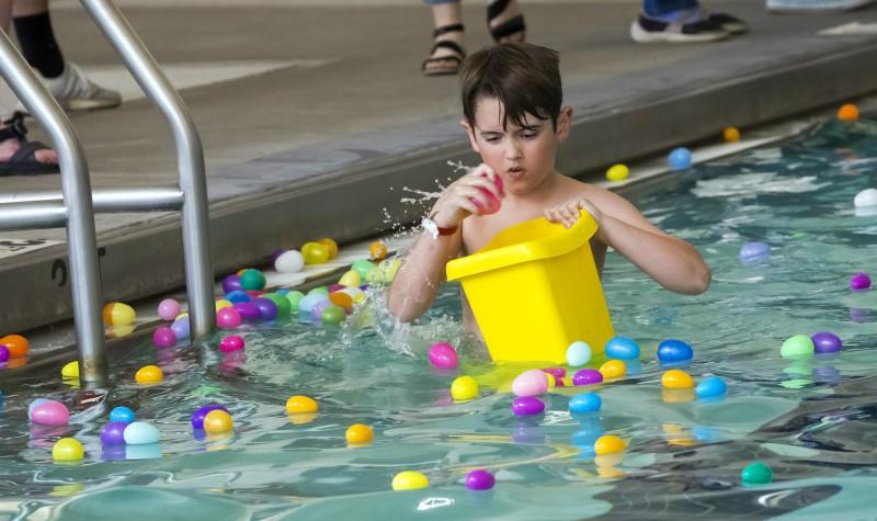 Underwater Easter Hunt